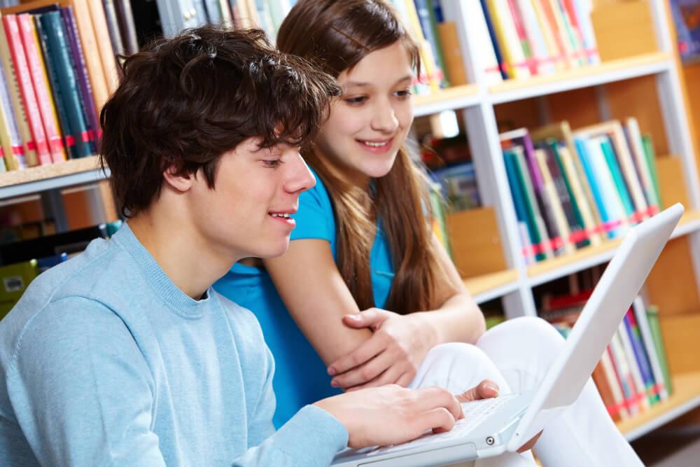 inverted classroom bedeuted zu Hause lernen und im Unterricht vertiefen.