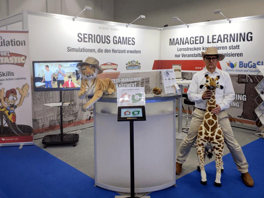 Roland reitet die Giraffe auf der Zukunft Personal 2017